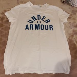 NEW! UNDERARMOUR TSHIRT PERFECT FOR SUMMER
